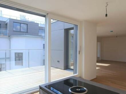 sonnige Terrasse auf Wohnebene