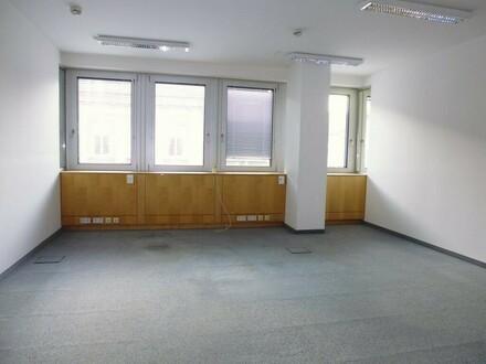 Perfekt aufgeteilte Bürofläche mit Top-Ausstattung