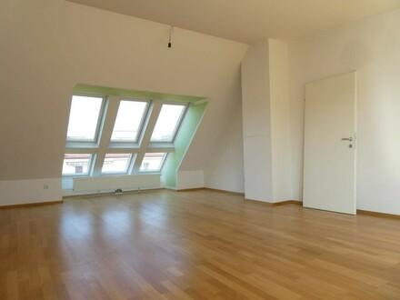 ERSTBEZUG nach GENERALSANIERUNG!!! Großzügig geschnittene DG-Wohnung mit West-Terrasse (ABENDSONNE!!!)