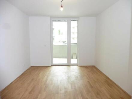 Schlafzimmer mit Blick zur Loggia