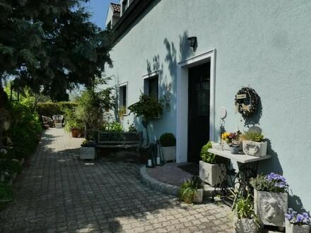 NEUFELD! Ruhiges, zentrales Ziegelmassivhaus mit Traumgarten