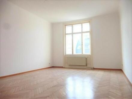 Helle, top-sanierte 2-Zimmer-Altbauwohnung in ruhiger Lage