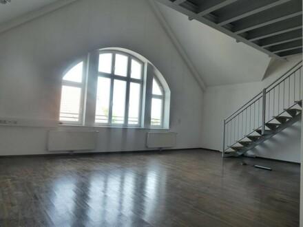 Hervorragend ausgestattetes DG-Büro (ideal auch für PRAXIS)