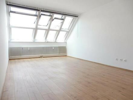 Sonnige und ruhige 2 Zimmer Dachgeschosswohnung in zentraler Lage im 10. Bezirk! Erstbezug!