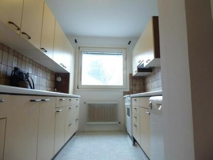 Super gepflegte und ruhige Wohnung mit Loggia, 3 Zimmer ZENTRAL, mitten im Grünen, schöne Lage
