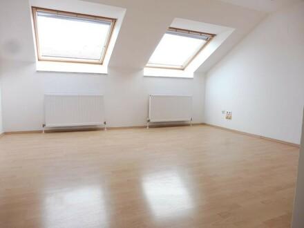 Sonnige 2 Zimmer Dachgeschosswohnung mit Terrasse in zentraler Lage im 10. Bezirk! Unbefristet!