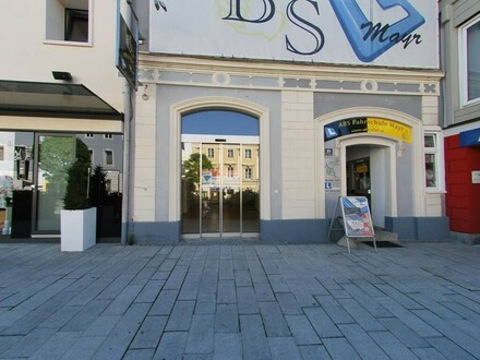 Geschäft am Hauptplatz von Kirchdorf