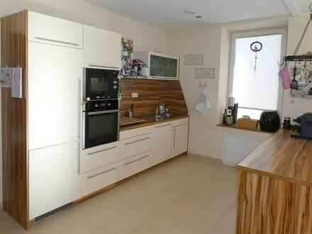 Renoviertes 5-Zimmer-Eigentum mit Terrasse und Garten
