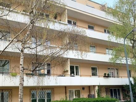 Generalsanierte Mietwohnung mit Balkon in Toplage