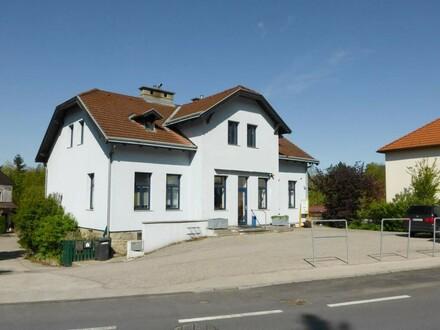 Geschäftssitz mit Wohnmöglichkeit im Mauerbacher Zentrum