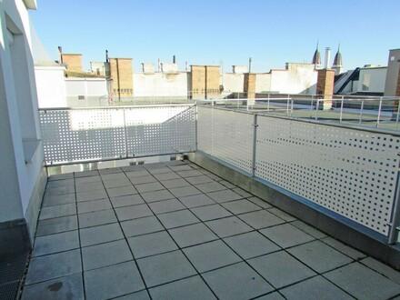 Ruhige Dachgeschoß-Garconniere nahe U3 Enkplatz