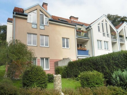 Wohnhaus mit Gartenanlage