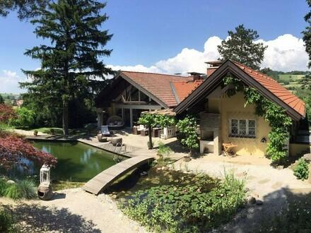 Repräsentive Familienvilla in herrlicher Grünruhelage mit Natur-Schwimmteich