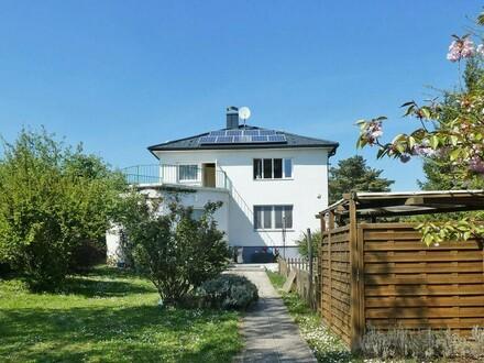 Wohnhaus mit Pool in idyllischer Siedlungslage im Wiener Westen