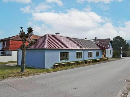 Mehrzweckhalle mit Wohnmöglichkeit in Dorflage