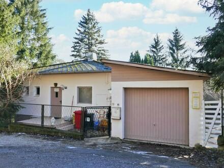 Ruhig gelegenes Wohnhaus mit Garage und Garten in Südhanglage