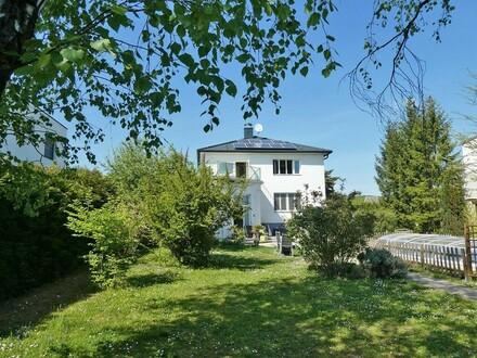 Bauträger-Grundstück mit Althaus in idyllischer Siedlun gslage