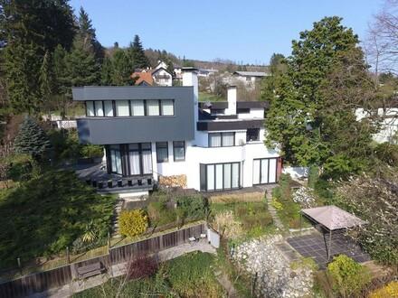 Moderne Villa mit Schwimmteich in Hutten