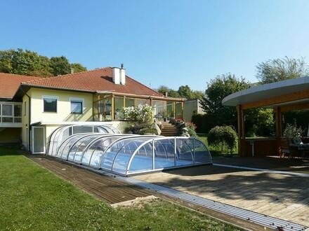Großzügiger Bungalow mit Pool und Sauna in ländlicher Ruhelage