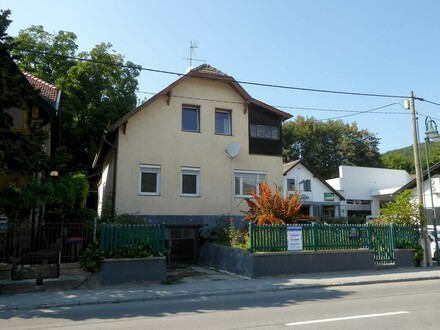 Wienerwaldhaus mit Sanierungsbedarf in zentraler Lage