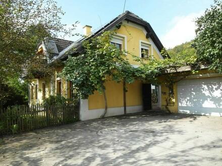Charmantes Landhaus mit Einliegerwohnung am Fuße des Buchbergs
