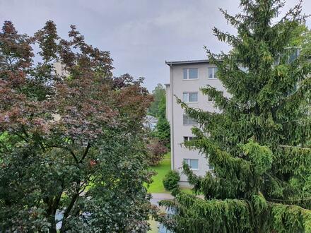 Familienhit! Wunderbare, großzügig geschnittene 4-Raum-Wohnung mit Loggia in ruhiger, grüner Lage und doch zentrumsnah mit…