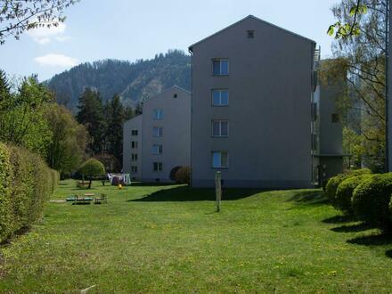einladende 3-Raum Wohnung mit sonniger Loggia in zentrumsnaher und kinderfreundlicher Lage! Ausgezeichnetes Preis-Leist…