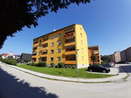 Einladende 3-Zimmer-Wohnung mit sonniger Loggia in ruhiger und dennoch zentraler Lage! Garantiert einzigartige Wohnatmosphäre!…