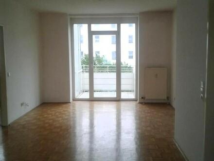 Entspannt leben und wohnen in familienfreundlicher Umgebung! Großzügige 3-Raum-Wohnung mit Balkon und ausgezeichnetem Preis-Leistungs-Verhältnis!