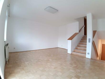 Schnell sein und preiswerte Maisonettewohnung mit eigenem Balkon sichern! Einzigartige Wohnatmosphäre in familienfreundlicher…