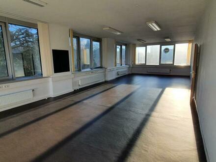 Generalsanierte Praxis-/Ordinations-/Bürofläche (ideal als Physiotherapie od. Fitnessstudio nutzbar) in zentraler Lage neben…