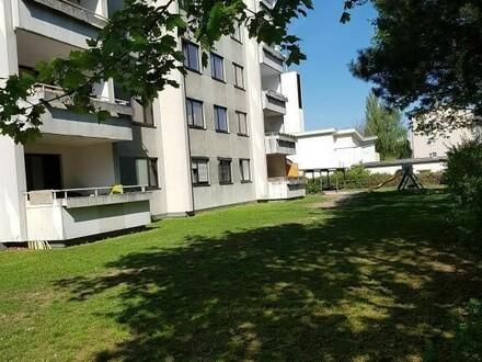 Entspanntes Wohnerlebnis in großzügiger 3-Raum-Wohnung mit Balkon! Ruhige und dennoch zentrale Lage mit optimaler Infrastruktur!…