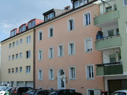 Sichern Sie sich diese erstklassige Wohnung im beliebten Stadteil Linz-Urfahr! Sehr zentrumsnah - 1A öffentliche Verkehrsanbindung!…