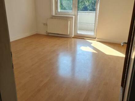 Lichtdurchflutete 3-Raum-Wohnung mit großem Balkon in zentrumsnaher Ruhelage! Eine Wohnung zum Wohlfühlen auch dank ausgewählter…