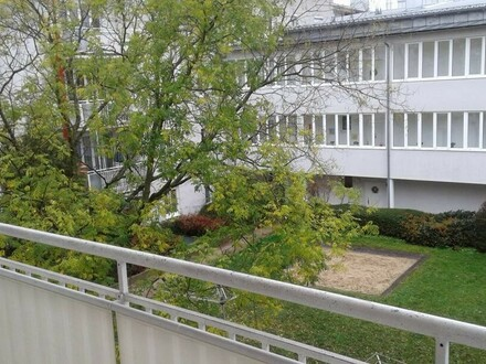 Familienwohnung in verkehrsberuhigtem grünen Umfeld mit attraktivem Preis-/Leistungsverhältnis, gut geschnittener Grundriss…
