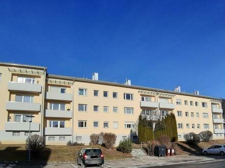 Sonnig wohnen am Hochwiesenweg: Schöne 3 Zimmerwohnung mit Süd-Balkon und wunderschöner Fernsicht