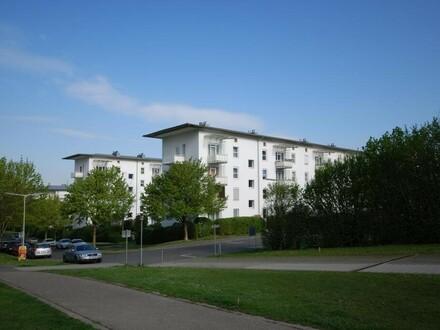 Moderne, sehr helle und freundliche Wohnung mit eigener ESS-VERANDA in nachgefragter Stadtrandlage! Provisionsfrei!