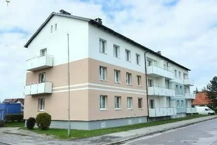 Zauberhaft wohnen mit ländlichem Charme, perfekt für ruhesuchende Familien! Gemütliche 3-Raum-Wohnung mit Balkon in idyllischer…