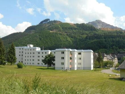 Vordernbergerstr mit Erzberg im Hintergrund