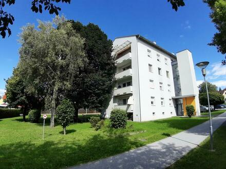 Zentral gelegene 3-Raum-Wohnung mit Loggia und optimaler Raumaufteilung verspricht pures Wohnvergnügen! Leistbare Konditionen!…