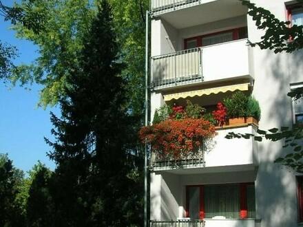 Schnell sein und preiswerte 4-Raum-Wohnung sichern! Ideal für Familien! Grüne, kinderfreundliche Stadtrandlage mit optimaler…