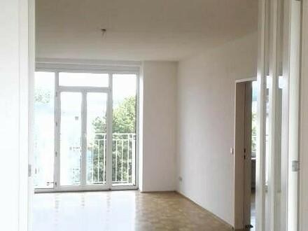 Familiendomizil in kinderfreundlicher sicherer Siedlungslage in der grünen Vorstadtoase Ebelsberg! 3-Raum-Whg. mit praktischer…