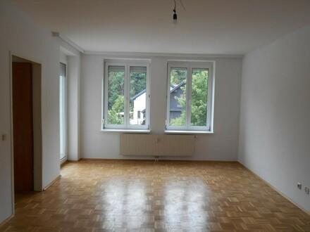 Weg vom Stress - raus aufs Land! Herrliche 3-Raum-Wohnung mit Loggia in ruhiger Grünlage mit Parkplatz - perfekt für Familien!…