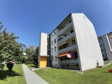 Lichtdurchflutete 3-Raum-Wohnung in ruhiger und dennoch zentrumsnaher Grünlage! Erstklassige Infrastruktur - viele Freizeitmöglichkeiten!…