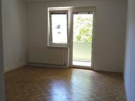 Diese behagliche Wohnung mit sonnigem Balkon lädt zum Entspannen u. Wohlfühlen ein - genießen Sie die Vorteile einer To…