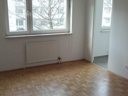 Erstklassige 2-Raum-Wohnung verspricht höchste Wohnqualität! Sehr gutes Preis-Leistungs-Verhältnis! Top Verkehrsanbindung!…