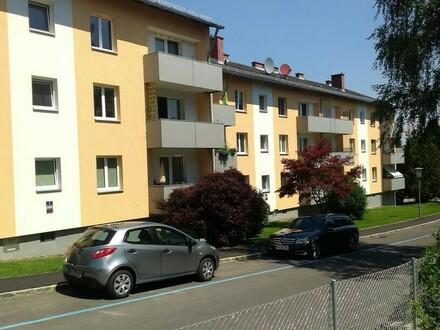 Wohnen in der liebenswerten Messestadt Ried! Gemütliche 2-Zimmer-Wohnung mit Balkon in idyllischer Grünlage mit perfekter…