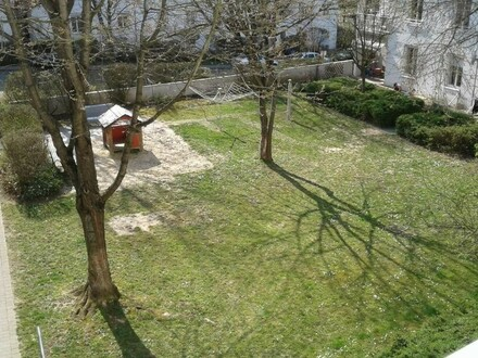 Ihre persönliche Wohlfühloase mit Balkon! Helle, freundliche Wohnung mit schönem offenen Wohnraum! Grüne Ruhelage u. dennoch…