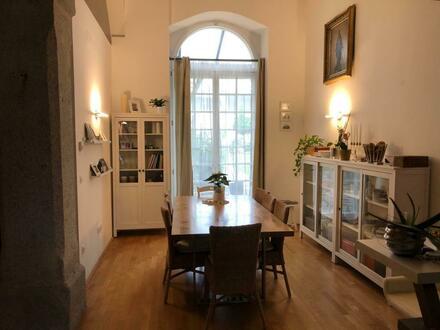 Das besondere Wohnerlebnis für Anspruchsvolle in zentraler Welser Lage! XL-Galeriewohnung verbindet Moderne mit Altbaucharme!…