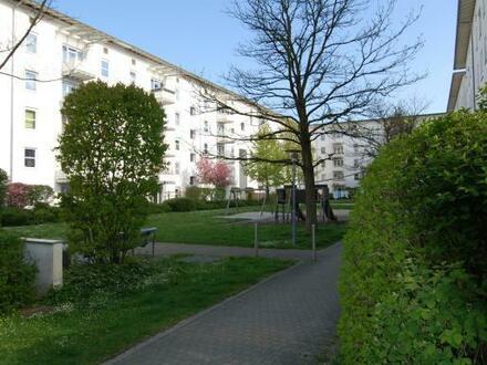 Eine fantastische Wohnatmosphäre in sonniger, grüner Ruhelage bietet diese 3-Zimmer Wohnung mit Balkon! Perfekte Infrastruktur…